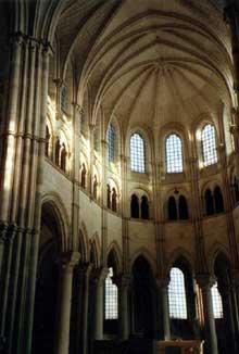 Vézelay  (Yonne), basilique sainte Madeleine. Le chœur gothique