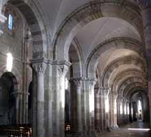 Vézelay (Yonne), basilique sainte Madeleine. Le collatéral sud