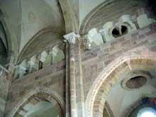 Vézelay (Yonne), basilique sainte Madeleine. Les tribunes du narthex