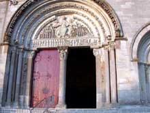 Vézelay (Yonne), basilique sainte Madeleine. Façade occidentale: le portail central et le tympan du Jugement