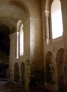 Vignory (Haute Marne): l'église saint Etienne. La nef: bas côté nord