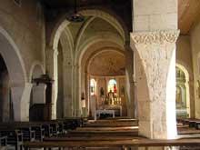 Vomécourt sur Madon (Près de Mirecourt, Vosges): Eglise saint Martin. Nef et bas côté aux colonnes retaillées