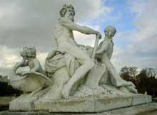 Nicolas Coustou: la Seine et la Marne. 1712. Marbre, 244cm. Paris, jardin des Tuileries