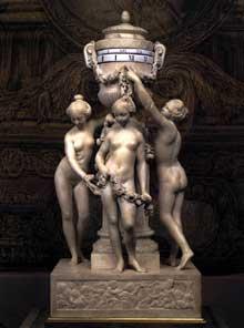 Etienne Maurice Falconnet (1716-1791)les trios Graces. 1770. Marbre et bronze, 80 cm. Paris, Musée du Louvre