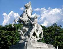 GuillaumeI Coustou (1677-1746): les chevaux de Marly. Paris, avenue des Champs Elysées