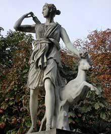 GuillaumeI Coustou (1677-1746): Diane chasseresse. Paris, parc des Tuileries