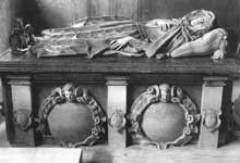Nicolas Stone : tombeau de Lady Elizabeth Carey. 1617-18. Marbre. Northamptonshire, Stowe-Nine-Churches