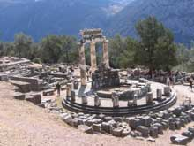 Delphes: Marmaria: le tholos d'Athéna. Vers 380. Marbre blanc et bleu. (Art grec)