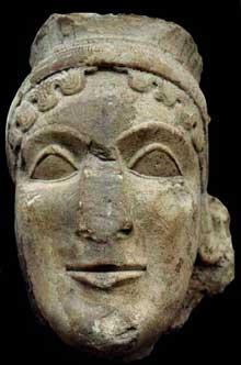 Tête colossale d'Héra de l'Héraion d'Olympie, œuvre des spartiates Médon et Dorycléidès. Vers 600-580. Calcaire, hauteur: 0,52. Musée d'Olympie. (Art grec)