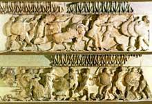 Delphes: Trésor de Siphnos: ensemble de la frise nord: bataille entre les Dieux et les Géants. Vers 525. (Art grec)