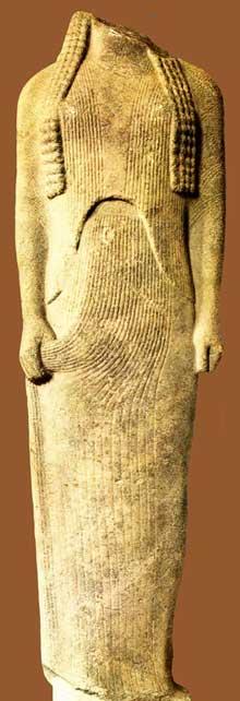 Ornithé. Partie du groupe familial de Génélos de l'Héraion de Samos. Vers 555 -550. Marbre, hauteur: 168 cm. (Art grec)