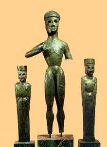 Statuettes en bronze de style dédalique provenant du temple d'Apollon Delphinios à Dréros. VIIIè siècle avant JC. (Art grec)