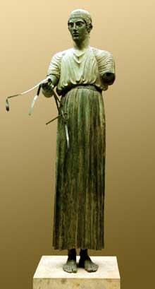 L'Aurige de Delphes. Bronze offert au sanctuaire par Polyzalos de Géla. 475 avant JC. Hauteur: 180cm. Delphes, musée archéologique. (Art grec)