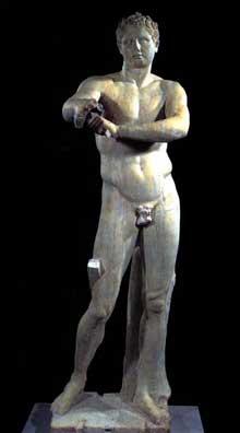 Lysippe: L'Apoxyomène. Copie romaine d'un original grec de Lysippe. 320 avant JC. Marbre, 205 cm. Rome, musée du Vatican. (Art grec)