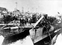 A Kiel, le 4 novembre, le drapeau rouge est hissé sur les sous-marins