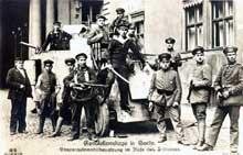 Décembre 1918 : les troupes de la « Volksmarinedivision » venues de Kiel s'emparent du château impérial de Berlin : elles en seront délogées par l'artillerie du général Lequis