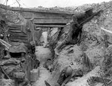 Tranchée anglaise en juillet 1916 lors de la Bataille de la Somme