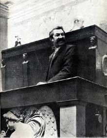 Aristide Briand (1862-1932) à l'assemblée en 1905