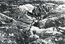 Verdun : troupes françaises au repos après une attaque, côte 304, mars 1916