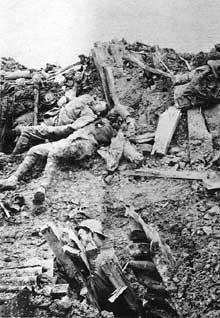 Après un duel d'artillerie… Abri effondré