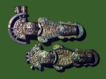 Fibules ansées en argent doré. Turin, musée d'Art antique