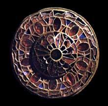 Fibule trouvée à Lingotto en Lombardie. VIIé. Cloisonné. Turin, musée d'Art antique