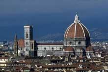 Florence: le Dôme de Santa Maria précédé du campanile de Giotto