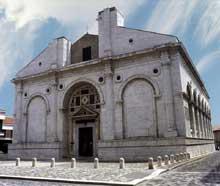 Leo Battista Alberti (1404-1477): façade de l'église san Francesco à Rimini, rebaptisé «temple des Malatesta». 1450. (Histoire de l'art - Quattrocento