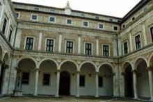 Luciano Laurana (1420-1479): le palais ducal du duc Frédérico de Montefeltre à Urbino. 1468ss. (Histoire de l'art - Quattrocento