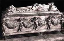 Jacopo Della Quercia (1374-1438): Tombe d'Ilaria del Carretto. 1406-1413. Marbre; sarcophage 244 x 88 x 66,5 cm; effigie 204 x 69 cm. Lucques, cathédrale saint Martin. (Histoire de l'art - Quattrocento
