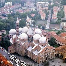 Padoue: la basilique Saint Antoine. Vue aérienne