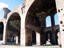 Rome: la basilique de Maxence et Constantin. Début du IVè siècle. Nef latérale nord