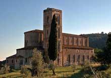 Sant'Antimo en Toscane du Sud. L'abbaye romane du début du XIIè