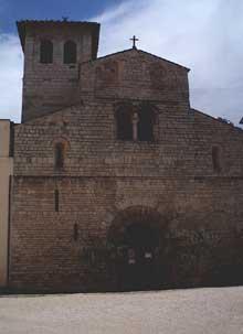 Spoleto: la basilique santa Eufemia. La façade