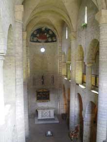 Spoleto: la basilique santa Eufemia. La nef