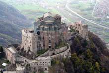 Val di Susa près de Turin: la Sacra di San Michele, XI-XIIè. Vue générale