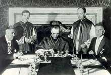 La paix avec l'Eglise. Signature du Concordat à Rome. Les mains libres du coté de l'épiscopat allemand