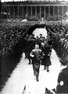 Berlin : le parti fête l'anniversaire du Führer