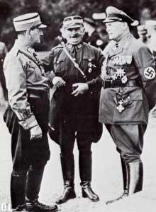 Les cadres, à l'arrière : Von Epp, Röhm et Göring