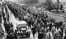 Lendemain de la nuit de cristal : le 10 novembre 1938, des milliers de Juifs allemands sont conduits dans les camps de concentration