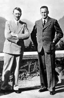 Konrad Henlein (1898-1945), le « Führer » des Sudètes, vient chercher ses ordres au Berghof