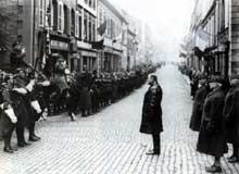 La drôle de guerre : Daladier passe les troupes en revue à Strasbourg en septembre 1939