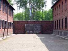 AuschwitzI: le terrible mur des exécutions