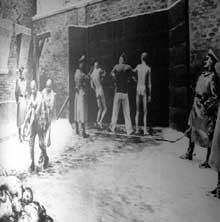 AuschwitzI: le mur des exécutions: scène de meurtre