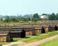 Auschwitz-Birkenau: vue sur les baraques en bois de type «Pferdestall»