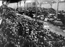 Auschwitz-Birkenau: le Kanada: tas de chaussures