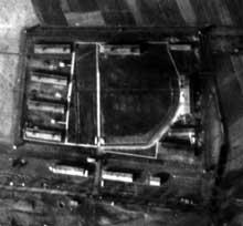 Bisingen en Bade-Wurtemberg, camp-commando de Natzwiller – Struthof: vue aérienne du camp et du site d'extraction des schistes bitumeux