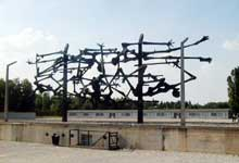 Dachau: le mémorial international. Sculpteur de l'artiste de Belgrade Glid Nandor, 1967