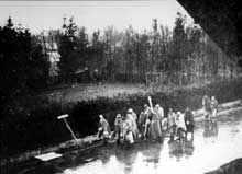 Dachau. Marche de la mort venant du camp