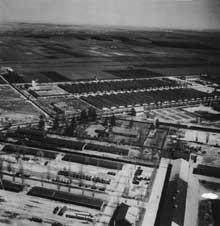 Dachau: le camp, vue aérienne de 1945: au premier plan, le Krematorium